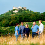 Familie Stadler am Fuße der Burgruine